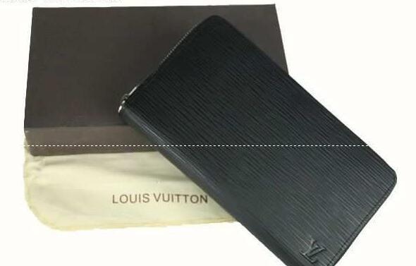 整理整頓も最高なルイヴィトン louis vuitton 男女兼用の黒い長財布.