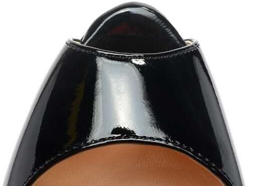 エナメルレザー クリスチャンルブタン christian louboutin パンプス レディース 黒 快適な履き心地が良い.