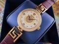 手首に馴染みのヴェルサーチ、Versaceの女性腕時計.