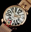 手元を輝くGaGa Milano ガガミラノ スーパーコピー 腕時計 人気のゴールド