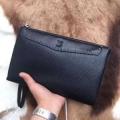 シンプルで大人しく見えるコレクション ルイ ヴィトン コピー Louis Vuitton メンズ クラッチバッグ ブラック 日常