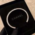 ブレスレット 秋冬ファッションをおしゃれに着こなし  シャネル真冬には大注目 CHANEL最新秋冬トレント