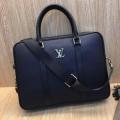 ナチュラルコーデのコツ  ビジネスバッグ ルイ ヴィトン ナチュラルスタイルに最適 LOUIS VUITTON