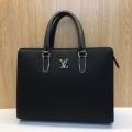 センスアップできるコーデ ルイ ヴィトン LOUIS VUITTON  センスよく取り入れられる ビジネスバッグ